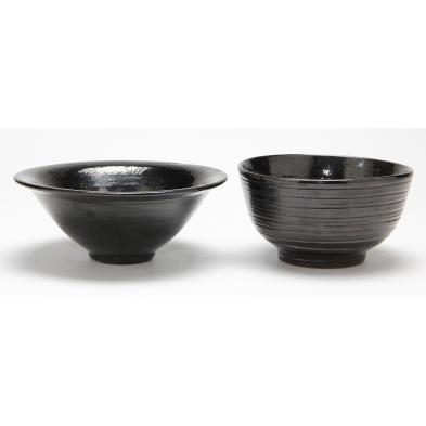 two-jugtown-mirror-black-bowls