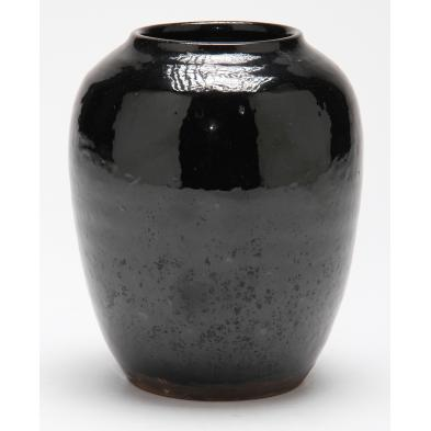 jugtown-mirror-black-vase