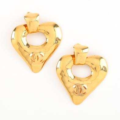 vintage-heart-shaped-logo-earrings-chanel