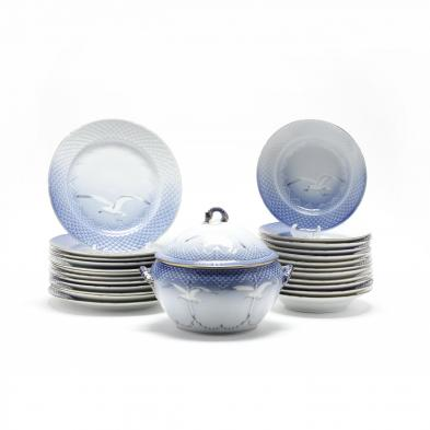 a-partial-set-of-bing-grondahl-seagull-china
