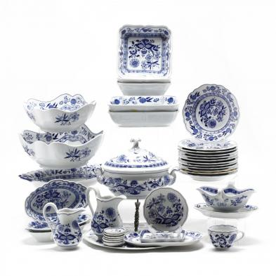 an-assortment-of-hutschenreuther-selb-china-blue-onion-pattern