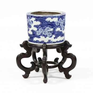 an-antique-chinese-blue-and-white-jardiniere